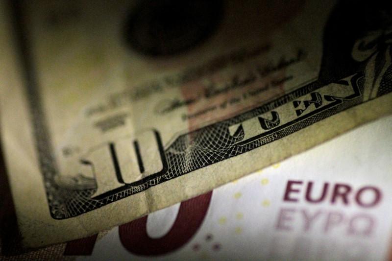 Đô la Mỹ sụt giảm, đồng euro tăng lên nhờ ECB