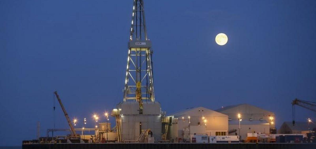 Giá dầu thô tăng ở Châu Á chờ API