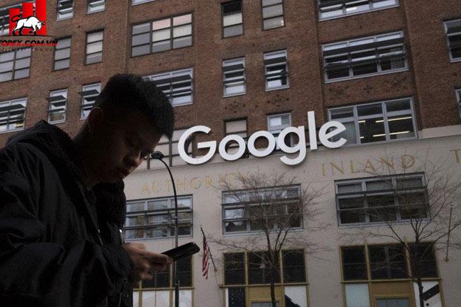 Ủy ban Châu Âu nói rằng các hoạt động cạnh tranh không lành mạnh của Google đã diễn ra trong suốt một thập kỷ. Ảnh: AP.
