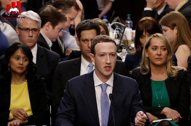 CEO Facebook Mark Zuckerberg trong một phiên điều trần tại quốc hội Mỹ. Ảnh: AP.