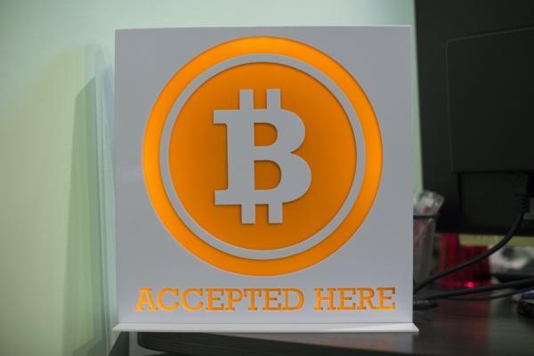 Bitcoin vượt mức 8.000USD