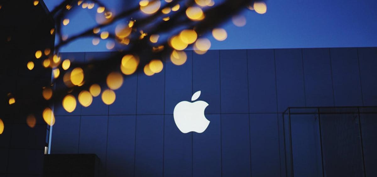 Cổ phiếu Apple bị vạ lây vì lệnh cấm Huawei. Ảnh: FatcsX.