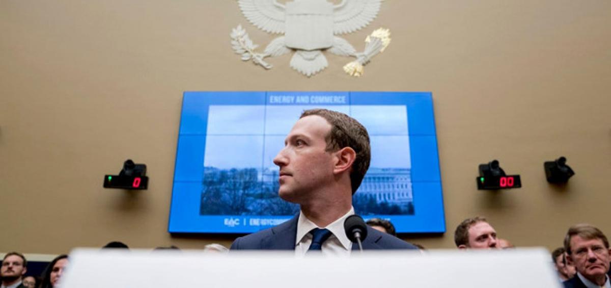 Mark Zuckerberg xuất hiện tại Điện Capitol trong buổi chất vấn kéo dài tới 5 tiếng ở Thượng viện Mỹ. Ảnh: AP.
