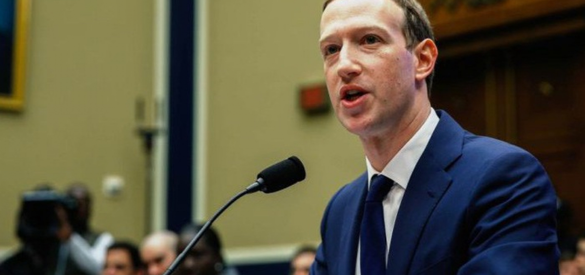 Nhà sáng lập Facebook, ông Mark Zuckerberg, trong một cuộc điều trần trước Quốc hội Mỹ ở Washington vào tháng 4/2018 - Ảnh: Getty/CNBC.