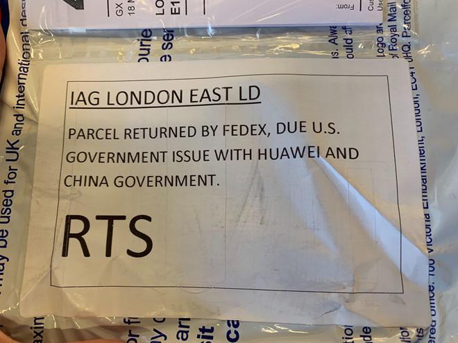 """Kiện hàng bị FedEx gửi trả lại vì """"vấn đề giữa Mỹ, Huawei và Trung Quốc"""". Ảnh: The Verge."""