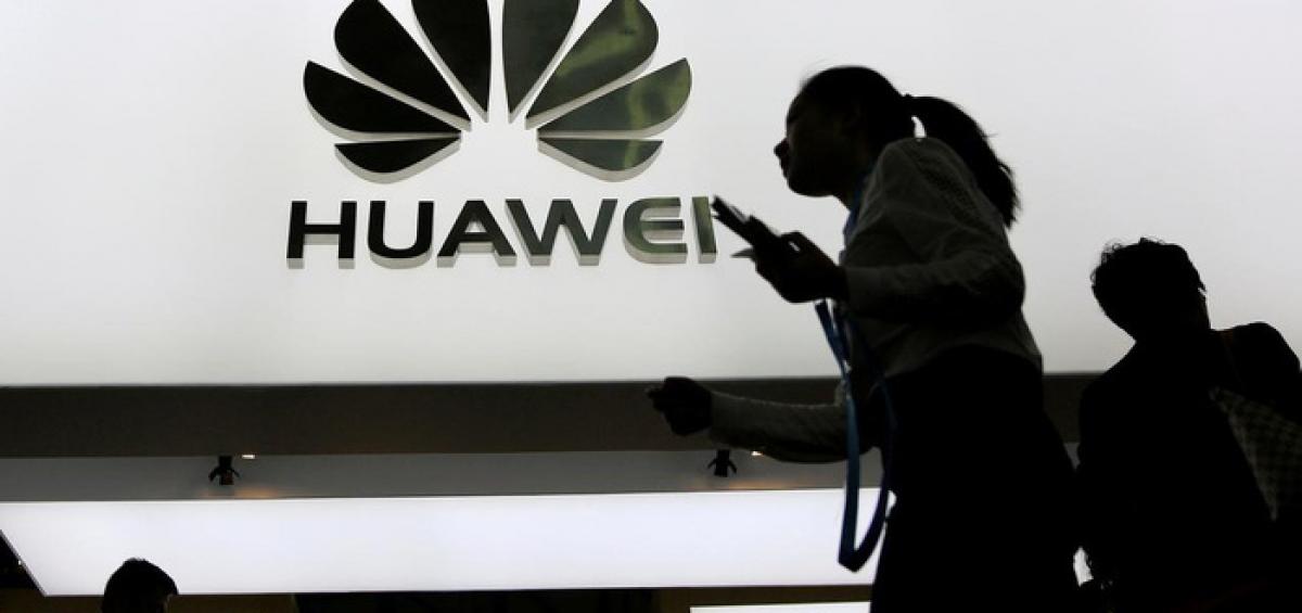 Huawei là một trong những khách mua thiết bị bán dẫn lớn nhất thế giới - Ảnh: Reuters.