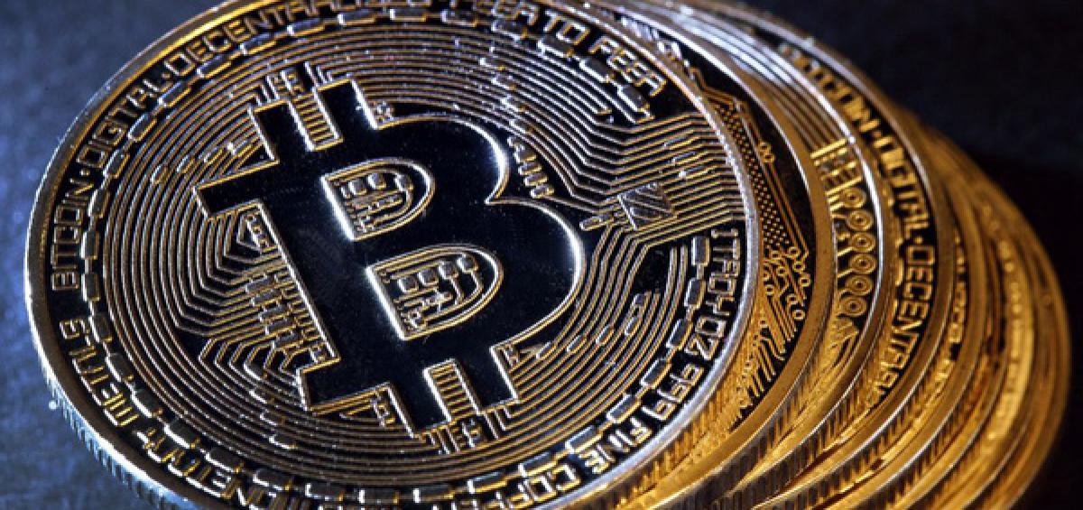 Bitcoin – tiền ảo phổ biến nhất tiếp tục giảm 0,42% xuống 10.156 USD, trong khi nhiều tiền ảo nhỏ hơn ào ạt tăng giá.