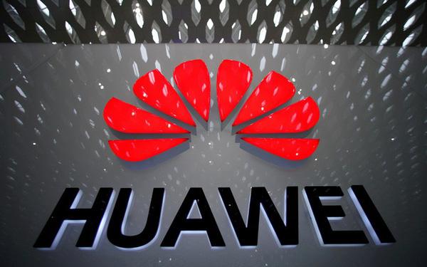 Trong lúc Washington ra sức chiến đấu, Matxcơva lại mở cửa chào đón Huawei