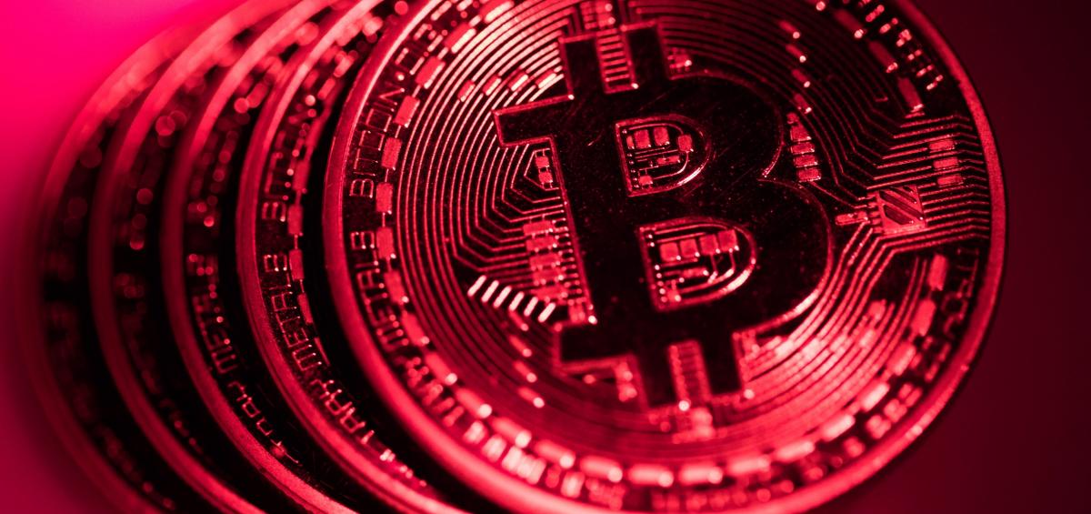 Bitcoin chìm trong sắc đỏ, giảm 10%