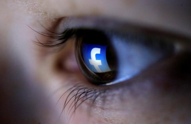 Facebook âm thầm sử dụng camera trong khi người dùng mở ứng dụng. Ảnh: IBTimes.