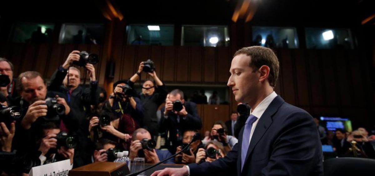 Ông chủ Facebook tại buổi điều trần trước quốc hội Mỹ. Ảnh: AP.