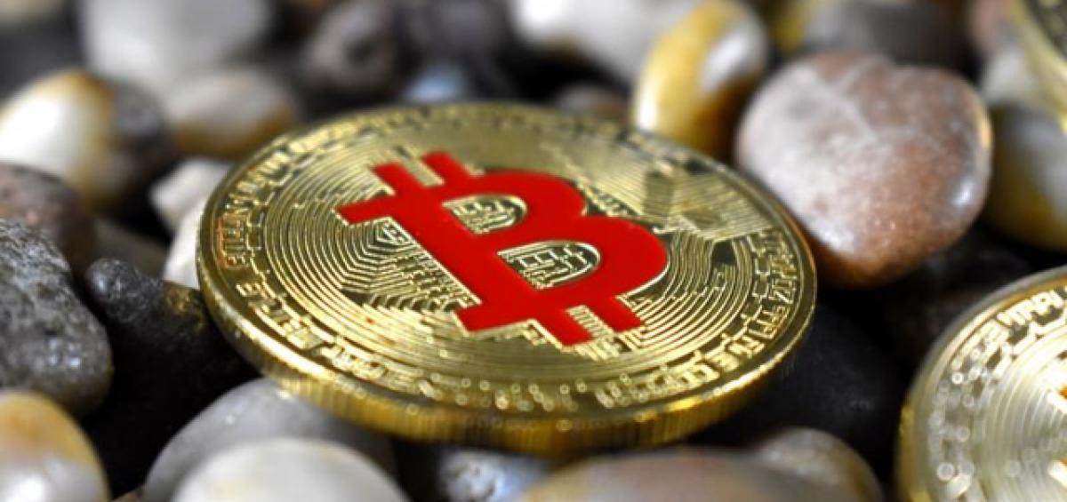 Bitcoin và các tiền ảo vốn hoá lớn giảm mạnh kéo tổng vốn hóa thị trường xuống 239 tỷ USD, giảm 5 tỷ USD so hôm qua.
