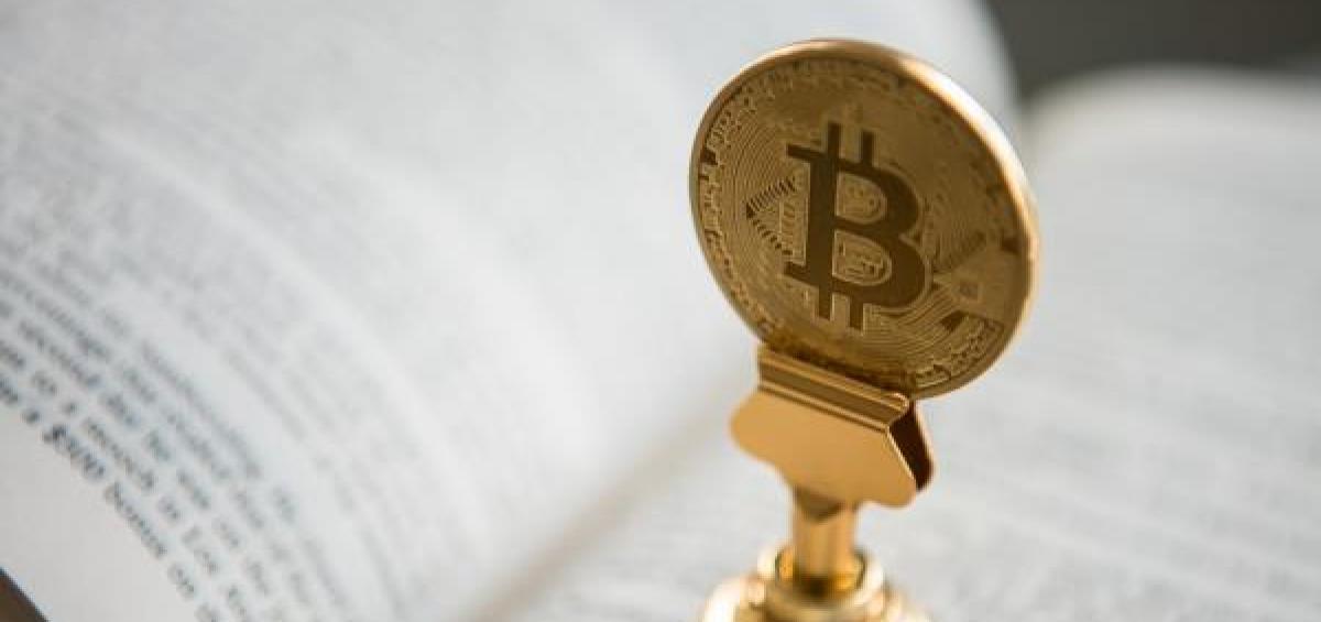 Bitcoin vọt tăng giá, vượt 8.800 USD