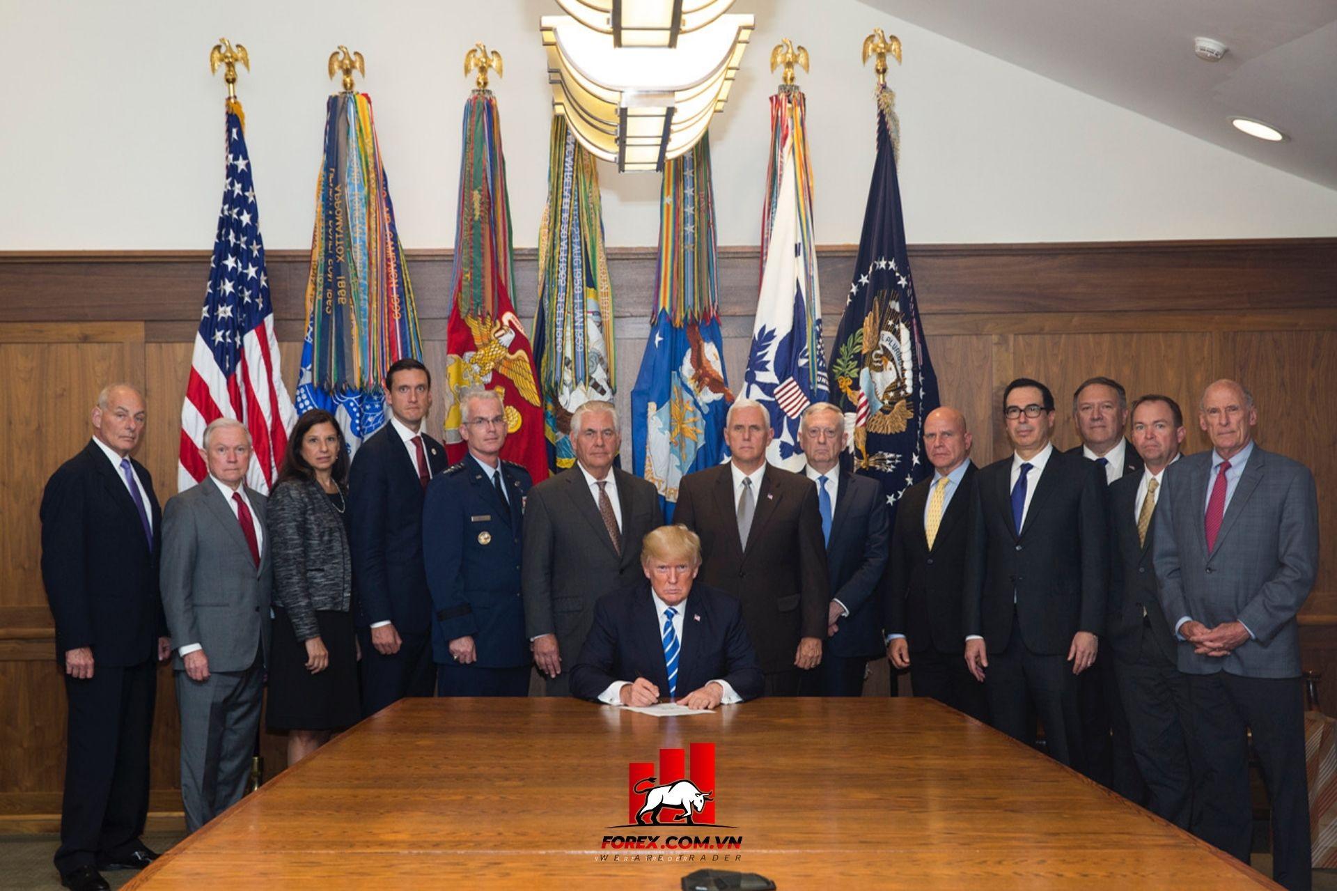 chính quyền Trump hiện đã đồng ý với một chiến lược được thiết kế để _tiêu diệt Covid-19_