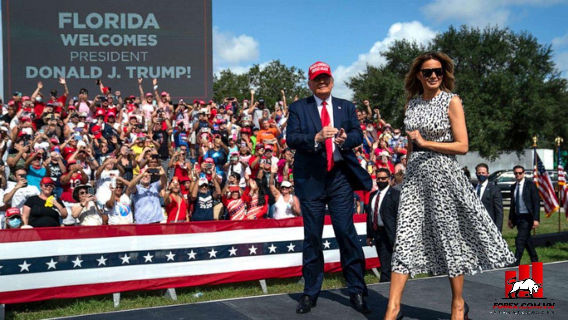 Tổng thống Donald Trump có lợi thế tại bang chiến Florida giúp đô la mỹ tăng trở lại