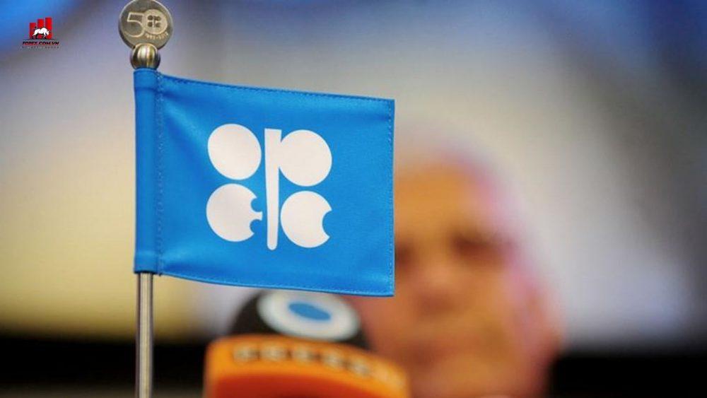 OPEC+ quyết định giảm sản lượng dầu tháng 4 khiến giá dầu tăng mạnh
