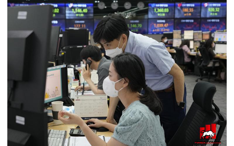 Chứng khoán châu Á tiếp tục thua lỗ do mối đe dọa virus mới, thảm họa lạm phát 1