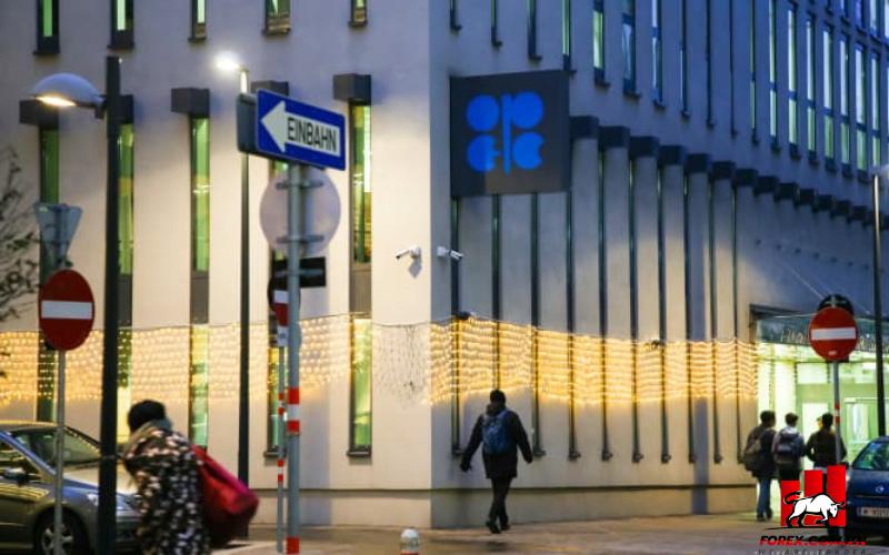 Giá dầu giảm sau khi OPEC+ giữ chính sách tăng sản lượng 1
